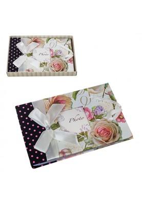 Красив албум за снимки с декорация рози и панделка