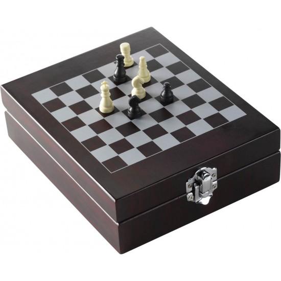 Комплект шах и аксесоари за вино