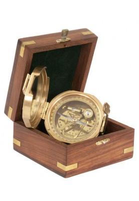 Компас Trinidad в дървена кутия