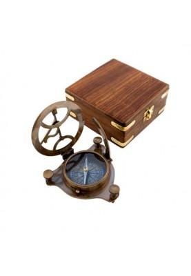 Слънчев часовник в дървена кутия