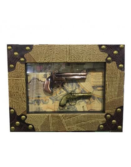 Декоративна картина с пистолети